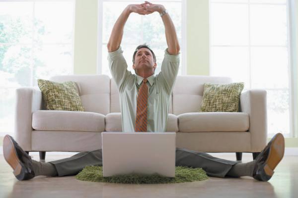 pénzt keresni a kanapén fekve